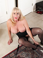 I like to be dominated - Girdles Granny