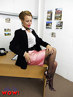 Estate agent Kelli Smith in pink miniskirt and black stockings becomes really.. - Moms Lingerie